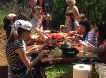 Priprema hrane za kuhanje u prirodi