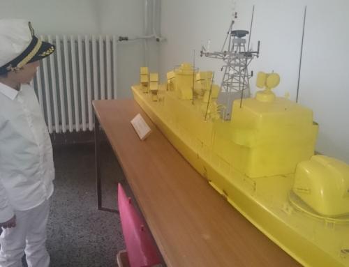 Dječak voli brodove. A ti?